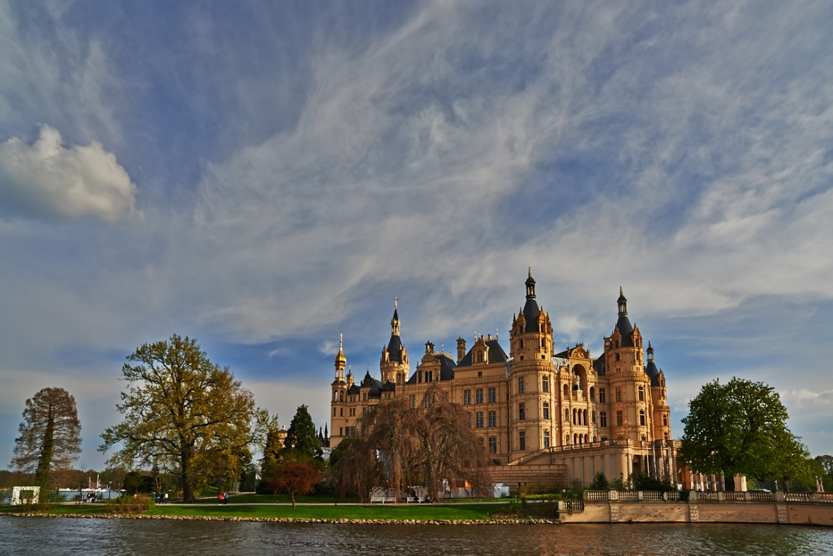 A landscape shot of the Schwerin castle...